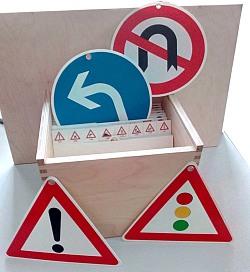 Verkehrszeichensatz im Registerkasten